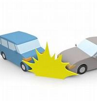 2台の車が事故している